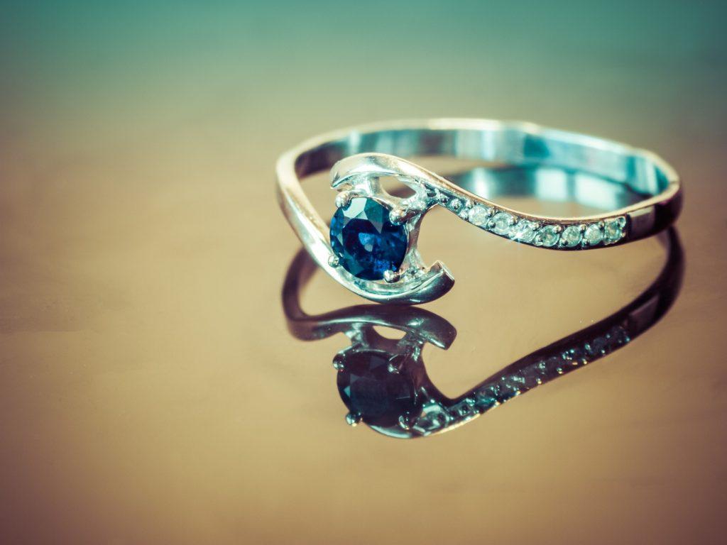 サファイアの指輪